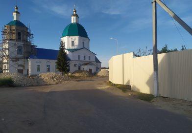 Три претензии к забору у собора